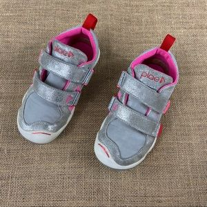 Little girl PLAE sneakers in silver/pink size 11